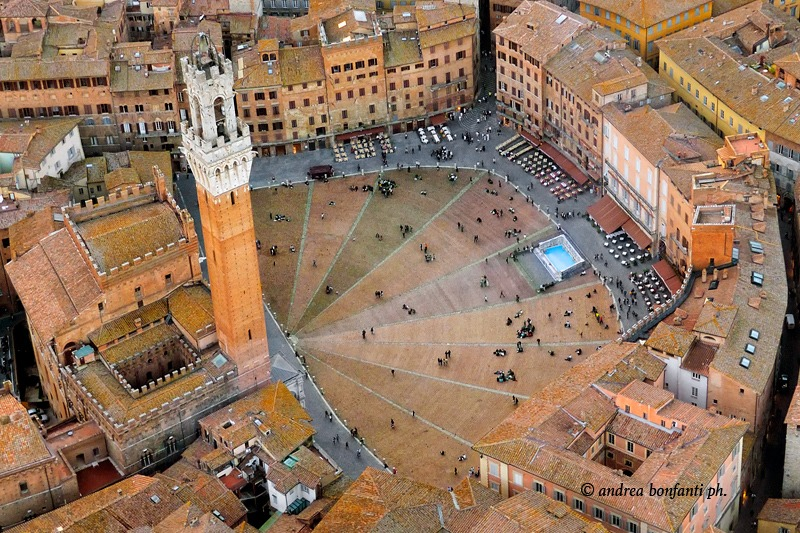 Classical Siena Guided Tour with Isabelle Piazza del Campo aereal view © Andrea Bonfanti photographer